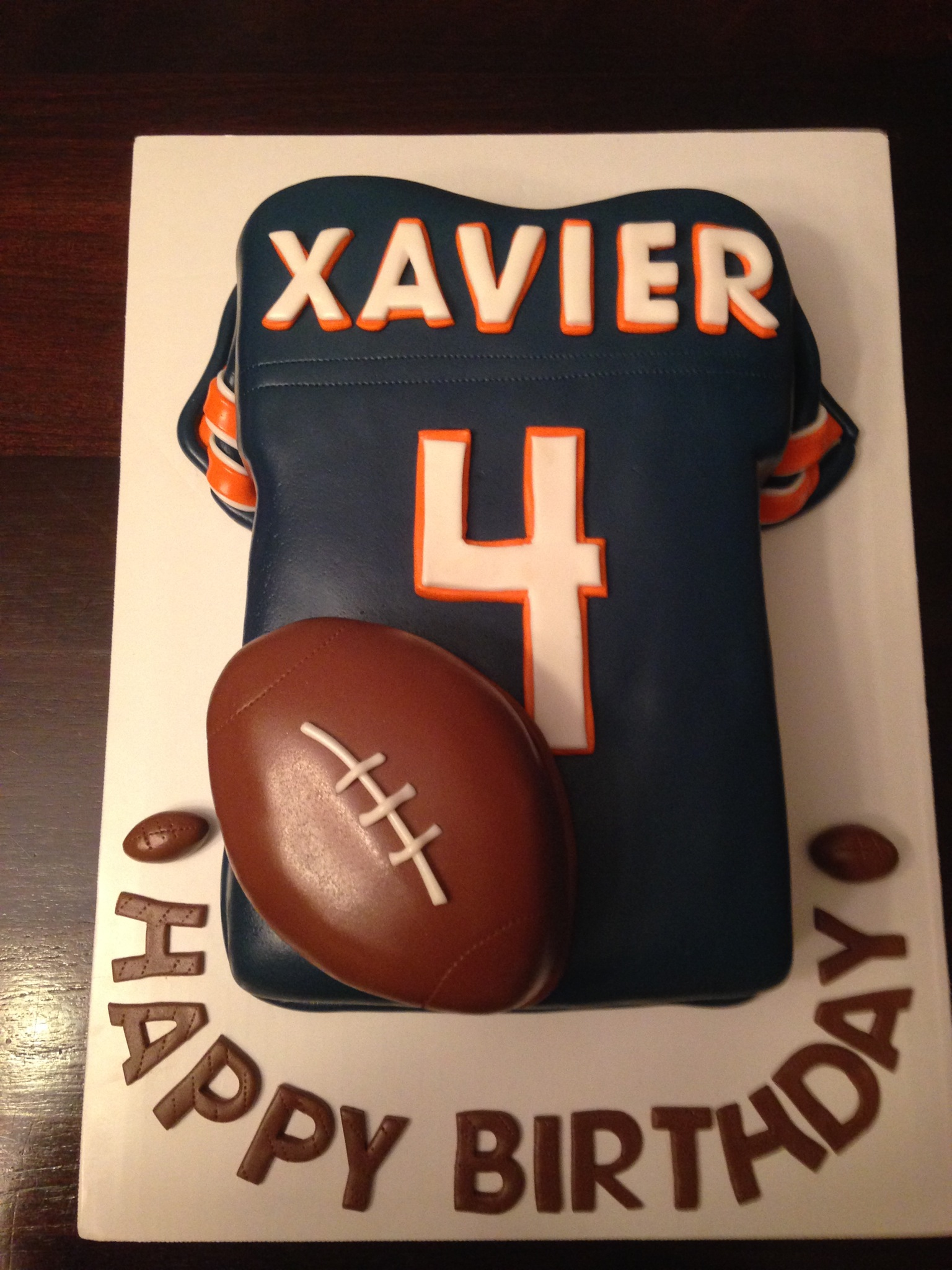 Bears cake cakes by cathy chicago a few sports themed cakesfootball baseball iron man voltagebd Images